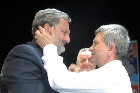 Il sindaco di Bari, Michele Emiliano, e il governatore della Puglia, Nichi Vendola. (fonte foto leccesette.it)