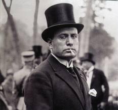 Il capo del partito fascista Benito Mussolini