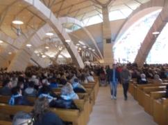La basilica di san Pio, quasi piena